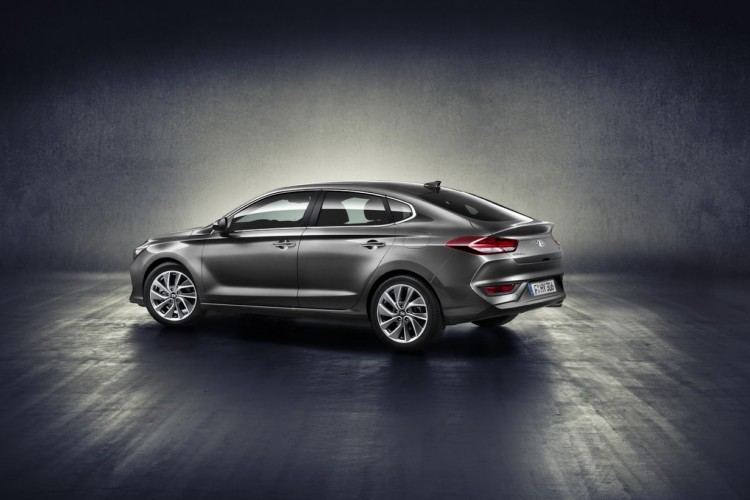 AVTOBLOG-hyundai-i30-fastback-revealed-1 (2)
